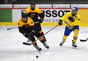 LUCERNE, SWITZERLAND - APRIL 18: Germany's Maximilian Daubner #19 reaches for the puck while Sweden's Jonathan Leman #8 defends during preliminary round action at the 2015 IIHF Ice Hockey U18 World Championship. (Photo by Matt Zambonin/HHOF-IIHF Images)